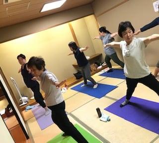 横須賀スッキリヨガ午後クラスのレッスン風景