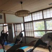 横須賀エンジョイヨガ深田台のレッスン風景